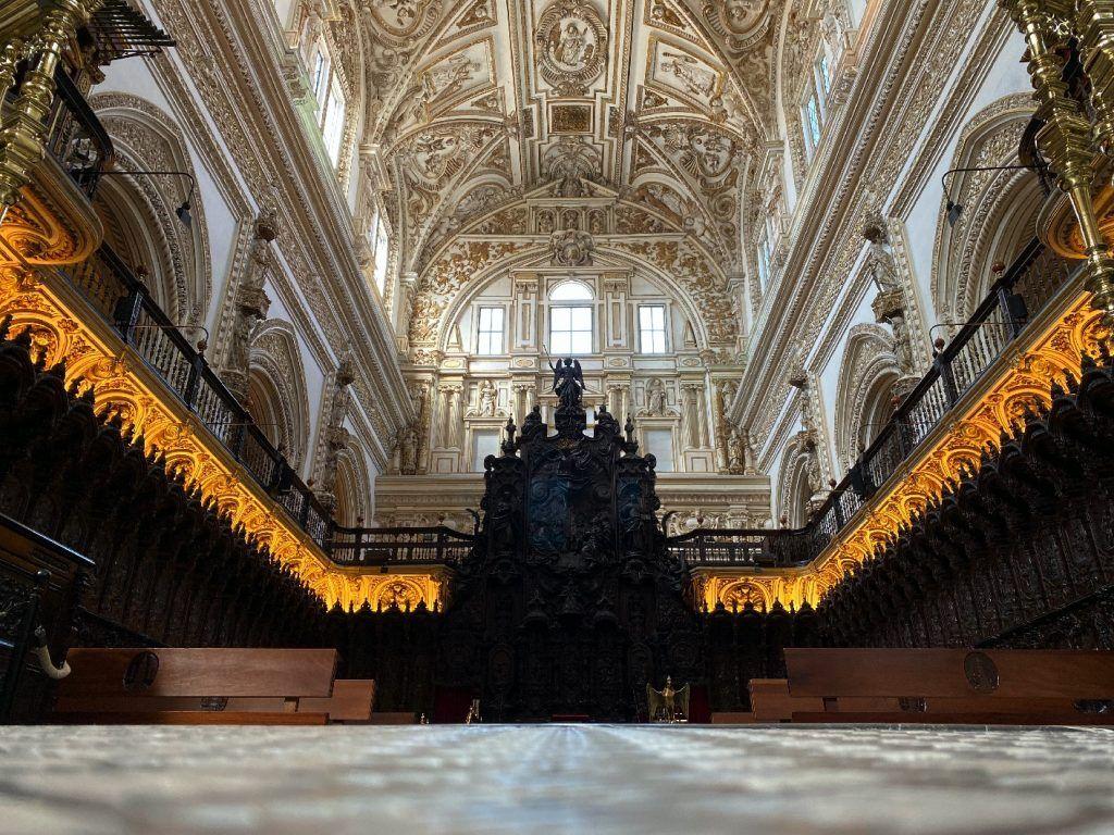Visita guiada a la Mezquita-Catedral de Córdoba. sillería del Coro de la Catedral de Córdoba